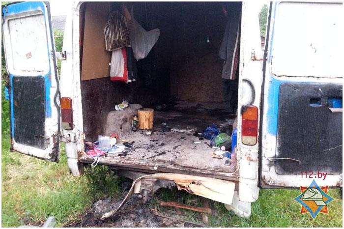 Из задымившегося микроавтобуса спасли мужчину в Бресте