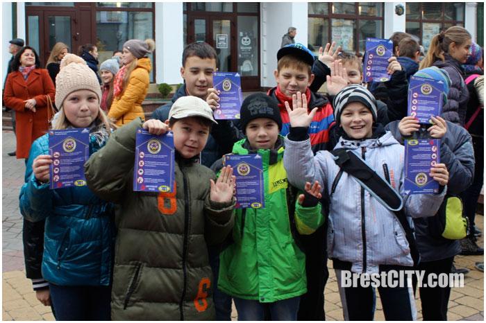 Флешмоб-шествие МЧС по улице Советской в Бресте