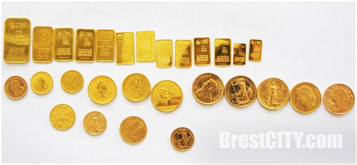 Золотые монеты и мерные слитки