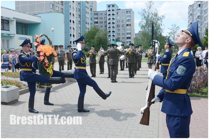 Возложение цветов к мемориальному знаку Дмитрия Гвишиани в Бресте