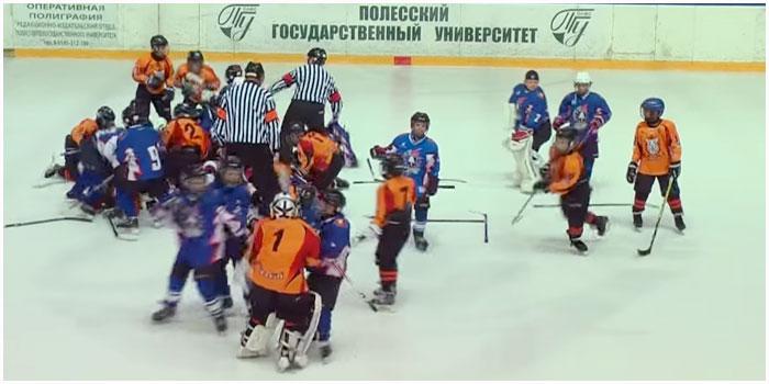 Драка между брестскими хоккеистами и украинской Льдинкой на турнире в Пинске