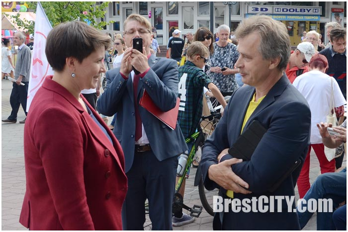 Кандидат по пост Президента Беларуси Татьяна Короткевич и Анатолий Лебедько