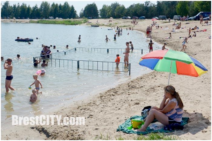 Отдых на озере в Красном дворе в Бресте. Фото BrestCITY.com