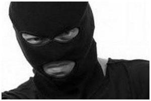 Преступник в маске. Вор, грабитель