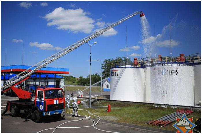 Учения МЧС на нефтебазе в Бресте