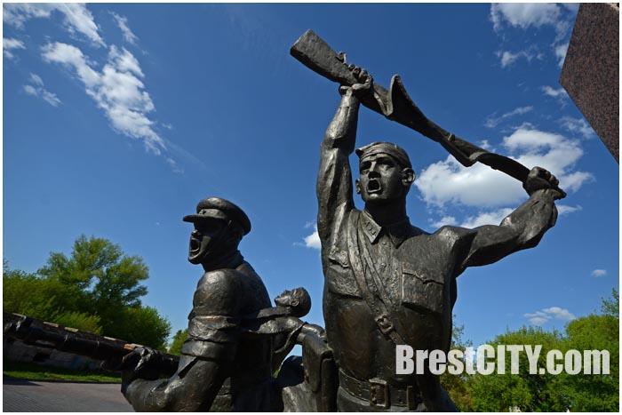 Памятник героям-пограничникам в Брестской крепости