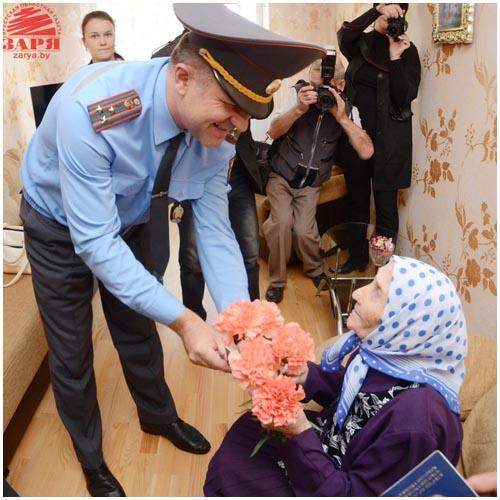 Паспорт в 100-летний юбилей вручили брестанке Ноне Петрушко