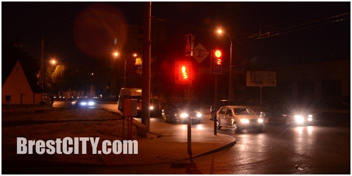 Новый светофор включили на перекрестке Пионерская - Высокая в Бресте. Фото BrestCITY.com