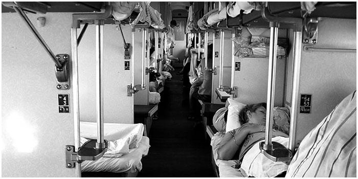 Спят пассажиры поезда