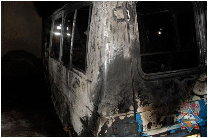 В Бресте при пожаре сгорел рено трафик