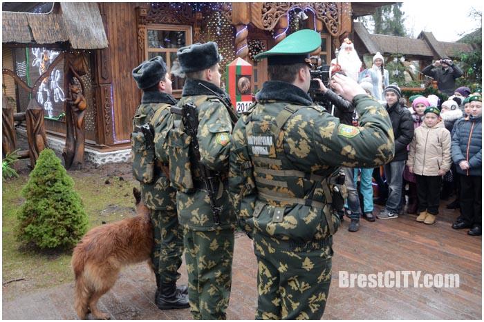 Пограничники пропустят Новый 2016 год через границу