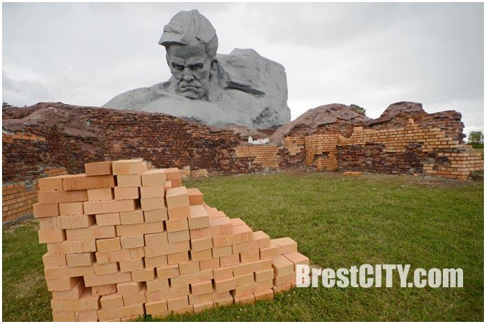 Оранжевая реставрация в Брестской крепости