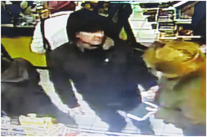 Розыск мужчины. Похитил пакет с деньгами и паспорт в магазине
