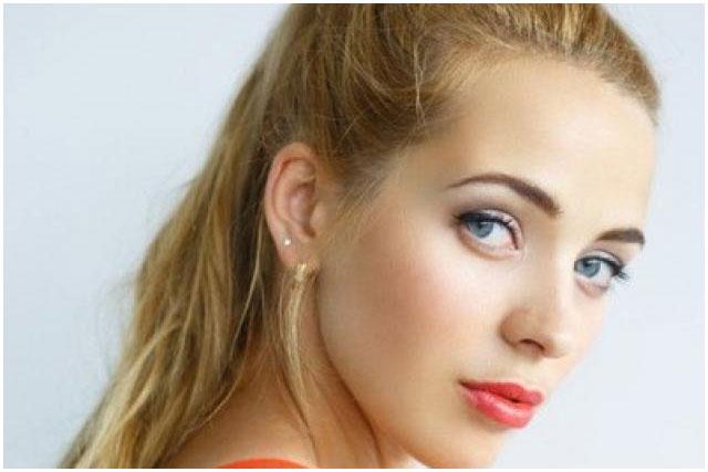 Елена Савчук из Кобрина на конкурсе красоты в Токио