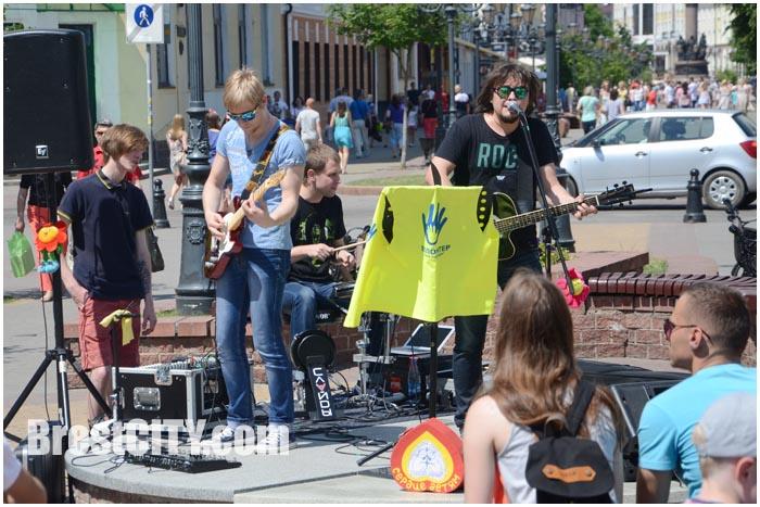 Выступление группы Слайды в Бресте на улице Советской