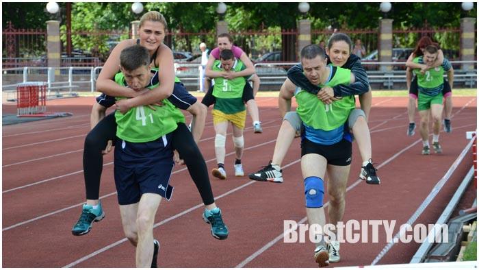 Соревнования сотрудников ОВД в Бресте 24 июня 2015. Фото BrestCITY.com