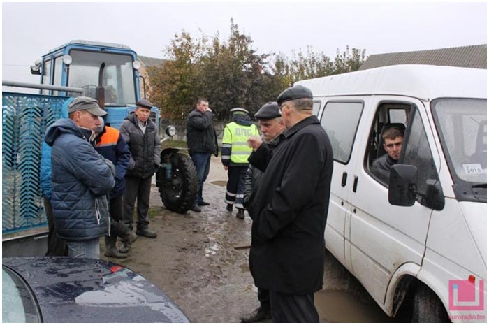 Конфликт ГАИ и сельчан в деревне Страдечь 21-22 октября 2015