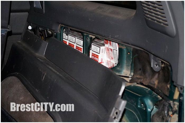 Тайник с сигаретами в легковом автомобиле
