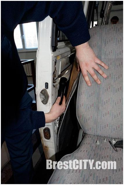 Тайник с сигаретами в микроавтобусе