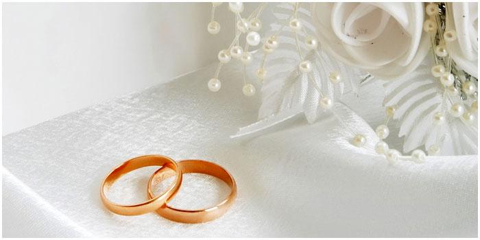 Свадебные кольца. Цветы