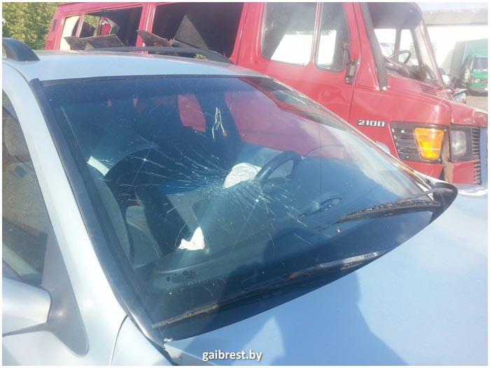Пьяный водитель на Рено стал причиной тройного ДТП
