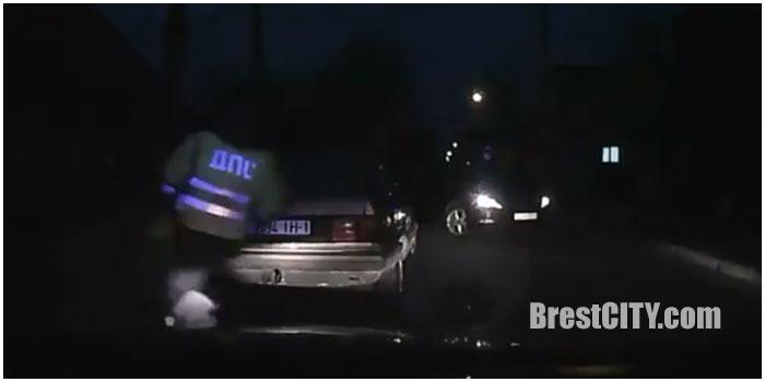Водитель перегородил дорогу пьяному водителю