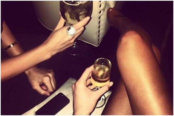 Девушки. Выпивка. Алкоголь
