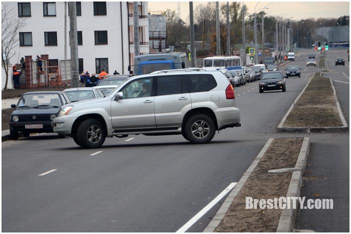 Опасный и неудобный разворот на проспекте Машерова в Бресте. Фото BrestCITY.com