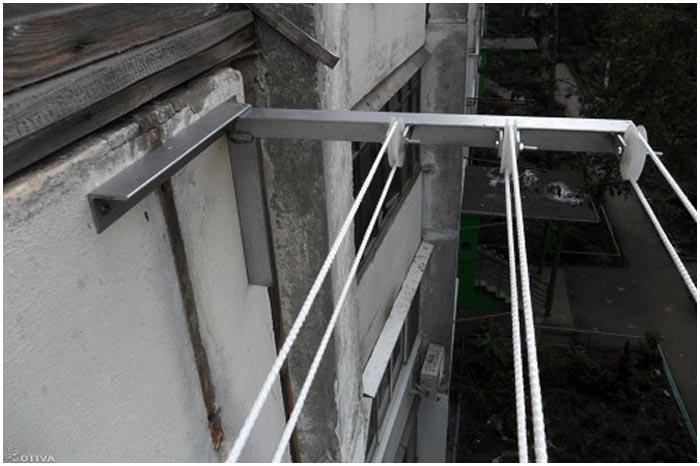 Школьник сорвался с балкона в Белоозерске