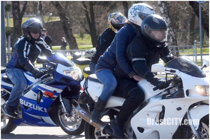 Сотни байкеров парадом по городу открыли мотосезон-2016. Фото BrestCITY.com