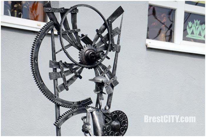 Дон Кихот возле школы изобразительных искусств в Бресте. Фото BresCITY.com
