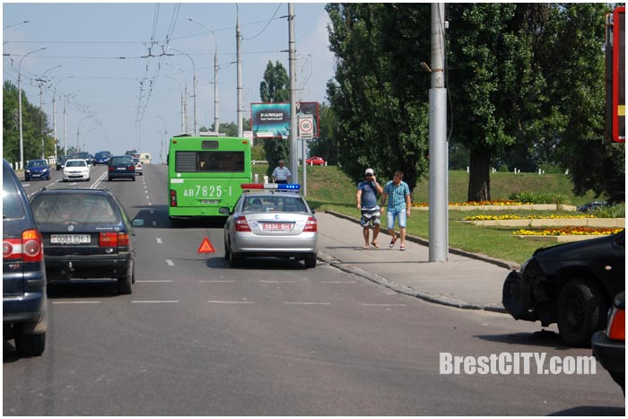 Авария возле Кобринского моста в Бресте 25.07.2016. Фото BrestCITY.com