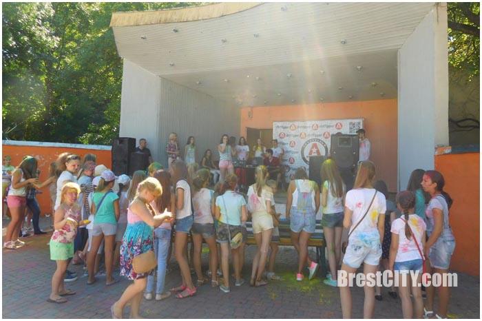 Благотворительный концерт в школу в добрым сердцем