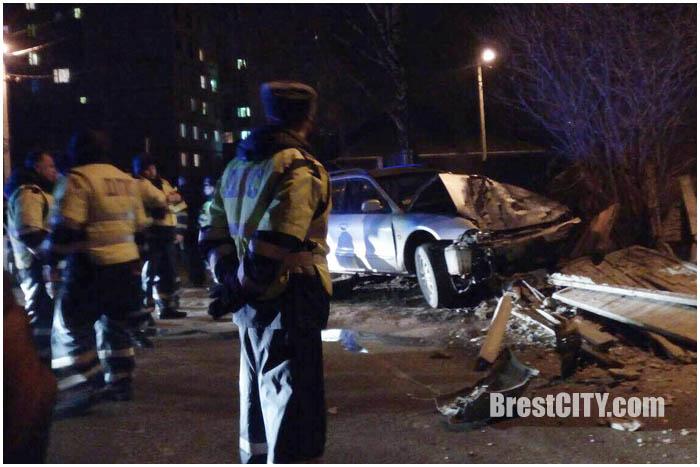 Пьяный водитель снес ограждение на улице Пушкинской в Бресте