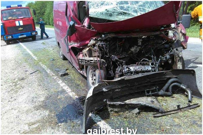 Водитель фиат дукато уснул за рулем и врезался в трактор