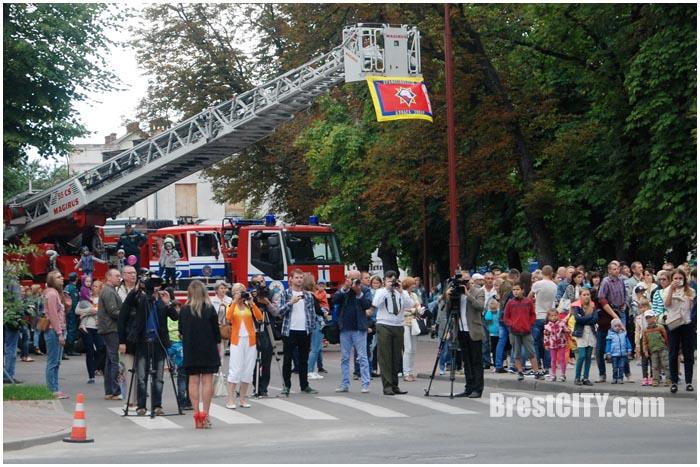 Праздничные мероприятия ко Дню пожарной службы. Фото BrestCITY.com