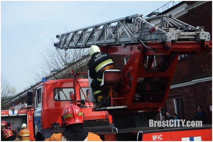 Пожар в Брестской крепости. Учения МЧС