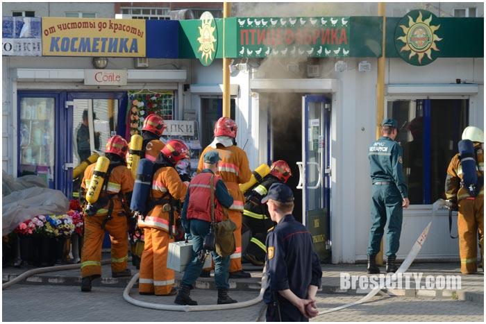 Пожар в торговом павильоне на мини-рынке на Сябровской 20 июня  2016
