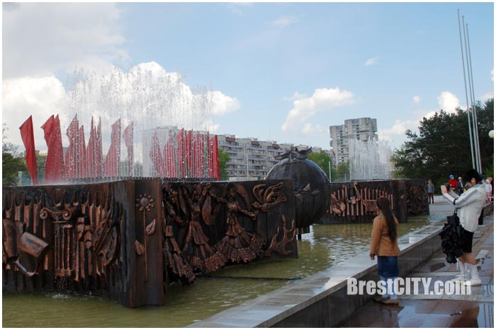 Обновленный фонтан заработал возле ДК Профсоюзов. Фото BrestCITY.com