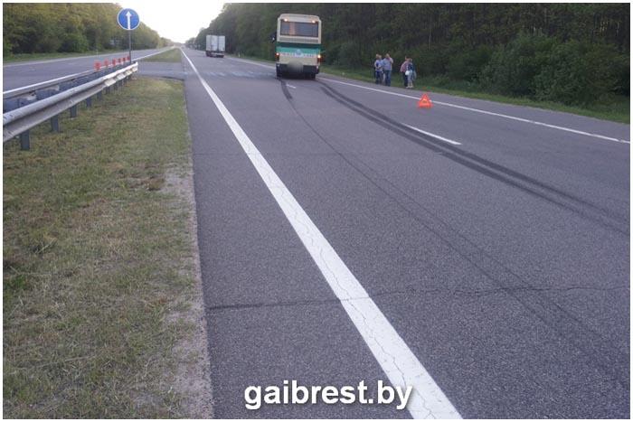 На трассе М1 фура врезалась в автобус со школьниками