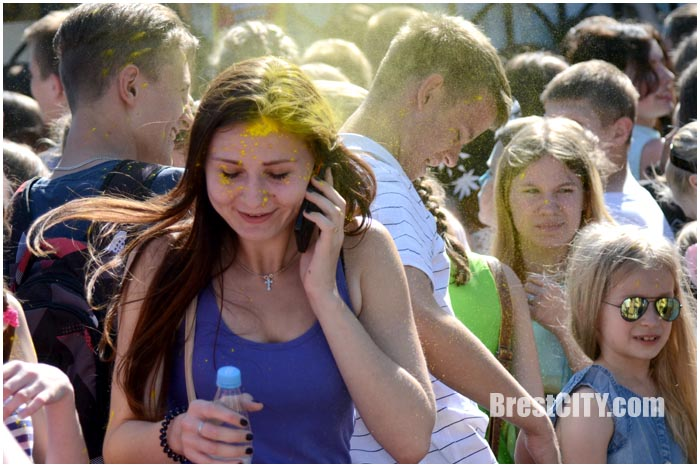 Фестиваль красок в Бресте 5 июня 2016. Фото BrestCITY.com