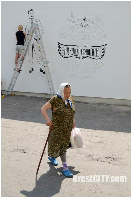 Портрет Янки Купалы на здании в Бресте. Рисунок Анны Яцкевич. Фото BrestCITY.com