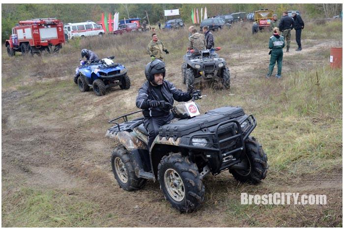 Соревнования в Бресте. Джип-триал 8 октября 2016. Фото BrestCITY.com