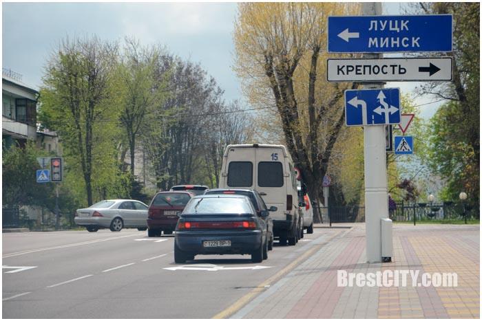 Налево на проспект Машерова с Ленина можно с двух полос. Фото BrestCITY.com