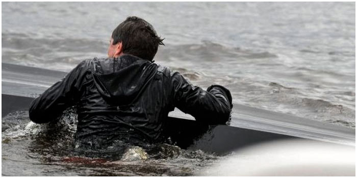 Лодка перевенрнулась