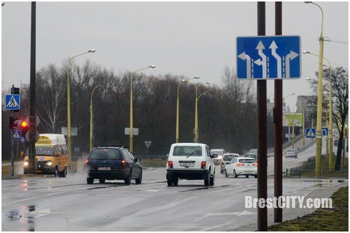 Маршрутка подрезает легковой автомобиль в Бресте на Варшавке