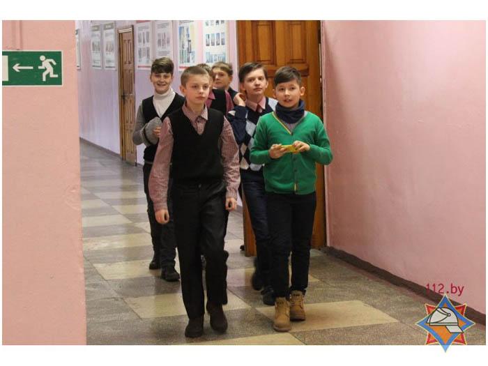 Эвакуация детей в средней школе №9 Бреста. Учения
