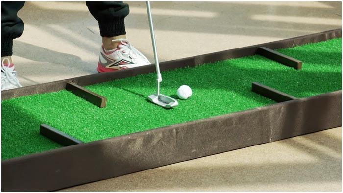 Соревнования по мини-гольфу в городском парке Бреста 3 июля