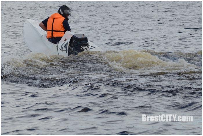 Соревнования по водно-моторному спорту в Бресте. Фото BrestCITY.com