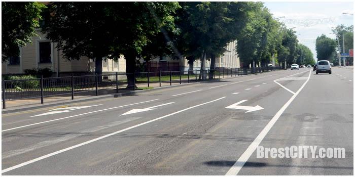 С Ленина налево на Дзержинского и Воровского отдельные полосы